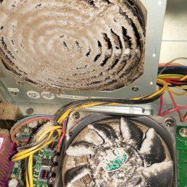 Zwaar vervuilde computer ventilator